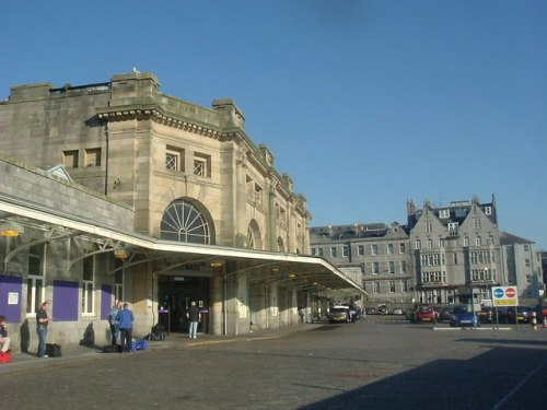Aberdeen_Railway_Station_-_geograph.org.uk_-_249839