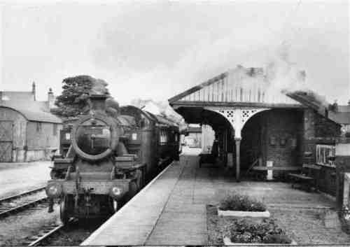 JOHN POWELL COLLECTION www.6g.nwrail.org.uk640 × 452Search by image Caernarfon Station, 10th August 1962. Engine No 42487 arrives with a train for Afonwen.